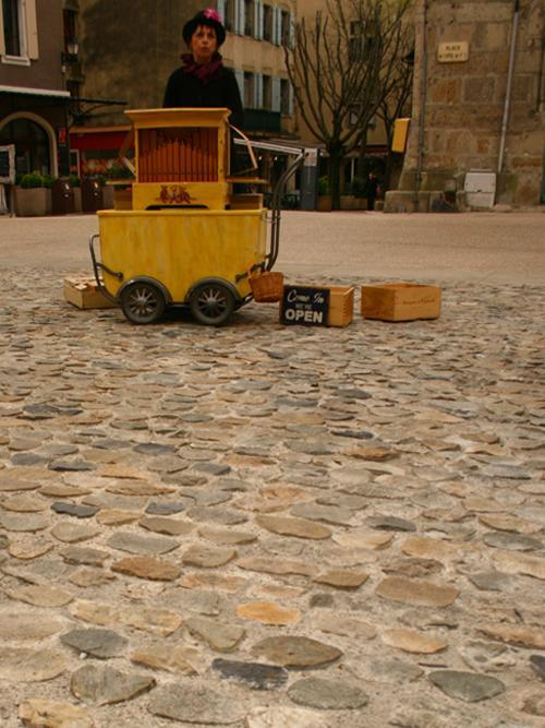 animation de rue à l'orgue de Barbarie en Ardèche