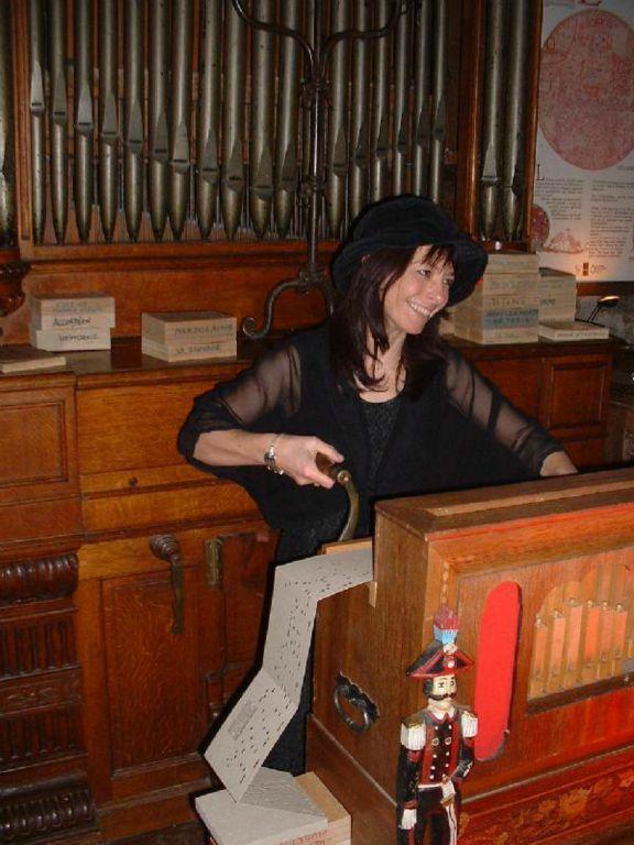 un orgue de Barbarie et un orgue d'église