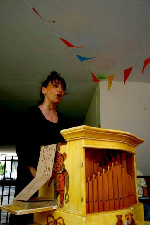 la Princesse Barouline et son orgue de Barbarie en EHPAD