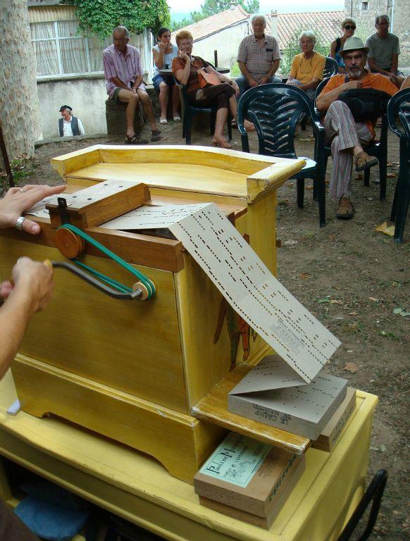 sur un festival d'orgues de Barbarie