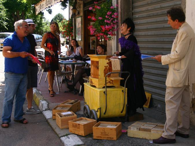 animation de rue à l'orgue de Barbarie