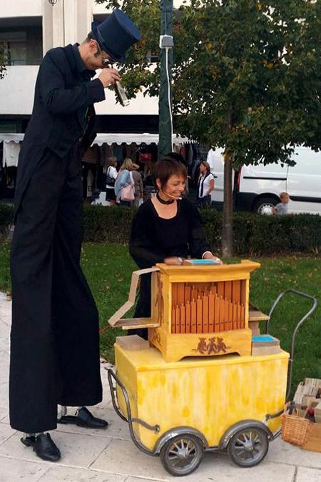 l'échassier et l'orgue de Barbarie