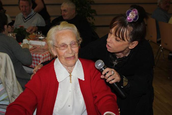 les aînés peuvent chanter avec la Princesse Barouline